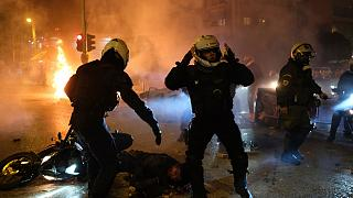 Çıkan olaylarda 3 polis yaralandı en az 10 kişi göz altına alındı