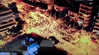 طائرة من دون طيار ترصد اشتباكات بين المتظاهرين ورجال الشرطة في أثينا