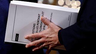 """Algérie : les médias saluent le """"nouveau pas"""" d'Emmanuel Macron"""