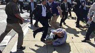16 Mayıs 2017'de Washington'da sivil protestoculara saldıran Türkiye Cumhurbaşkanlığı korumaları böyle görüntülenmişti.