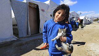 طفلة سورية نازحة في مخيم للاجئين في بر الياس، سهل البقاع، لبنان، آذار / مارس 2021