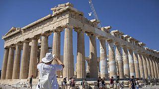 Yunanistan'ın başkenti Atina'daki Akropolis antik kalıntıları yabancı turistlerin en çok rağbet ettiği mekanlar arasında yer alıyor.