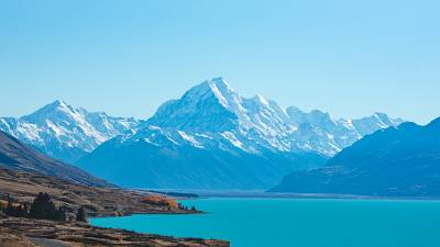 The instantly recognisable clear, blue waters and breath-taking mountains of New Zealand.