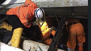 Endonezya'nın Java Adası'nda bir yolcu otobüsünün dar bir geçide çarpması sonucu çoğu öğrenci 27 kişi hayatını kaybetti