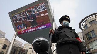 Pechino stringe la morsa su Hong Kong
