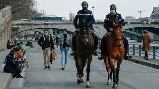 نظارت پلیس فرانسه بر اجرای محدودیتهای کرونایی