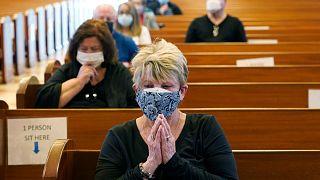 الخوف والأما يسيطران على مشاعر مئات الملايين بسبب الجائحة