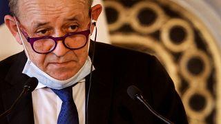 وزير الخارجية الفرنسي جون إيف لودريان يتحدث خلال مؤتمر صحفي في باريس. 2021/03/11