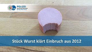 صورة نشرتها الشرطة الألمانية لقطعة النقانق التي عُثر عليها كدليل