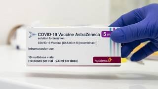 Az AstraZeneca koronavírus elleni vakcinája az Észak-Közép-budai Centrum, Új Szent János Kórház és Szakrendelő oltópontján 2021. március 11-én