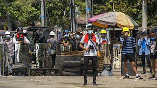 Des manifestants opposés au coup d'Etat à Rangoon, en Birmanie, vendredi 12 mars 2021.