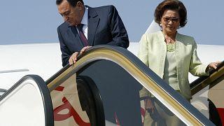 الرئيس المصري الراحل حسني مبارك وزوجته سوزان مبارك/ مطار مراكش-المغرب- 11 أيار/مايو 2006