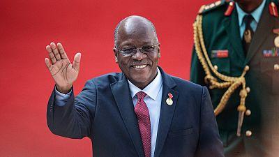 Tansanias Präsident Magufuli ist in seinem Büro und arbeitet hart, sagt PM