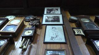 رحلة عبر الزمن في محل بابازيان الأرمني العريق للساعات في القاهرة
