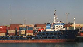 عکس تزیینی از کشتی کانتینری