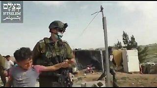 الجيش الإسرائيلي يعتقل أطفالا في الضفة العربية المحتلة