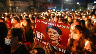 Trotz Ausgangssperre: Tausende halten Nachtwache in Yangon