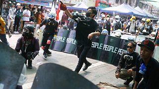 Ordunun yönetime el koymasının ardından patlak veren gösteriler devam ediyor