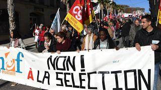 طلبة من الاتحاد الوطني للطلبة الفرنسيين يتظاهرون ضد اصلاحات الحكومة الاقتصادية والاجتماعية. 2017/11/16