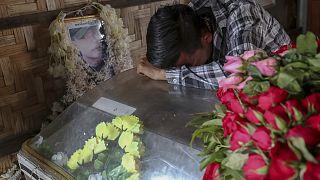 Похороны 21-летнего манифестанта, застреленного полицией в Мандалае, 14 марта 2021 г.