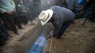 Entierro en Guatemala de una de las víctimas de la masacre de Tamaulipas