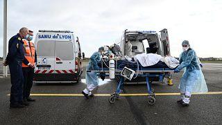 إجلاء مرضى كوفيد-19 من باريس