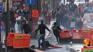 صدامات بين محتجين وعناصر الشرطة في مدينة لييج البلجيكية. 2021/03/13