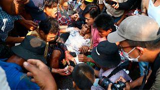 تظاهرات در میانمار به خون کشیده شد