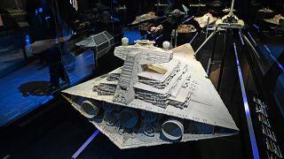 نموذج من سفن الفضاء في سلسلة ستاروورز في متحف العلوم والفنون في سنغافورة.