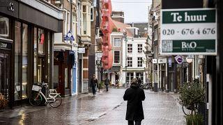 Straßenszene in Haarlem während des Lockdowns