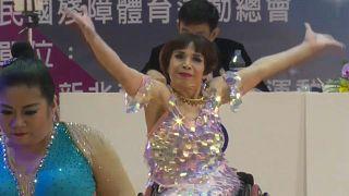 Rose Hsu, de 60 anos, durante o campeonato de dança em cadeira de rodas em Nova Taipé