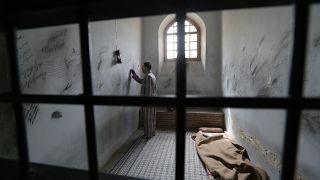 """معتقل في زنزانة """"سجن القصر"""" في طهران"""