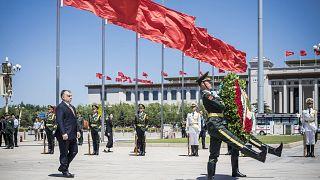 Gesztusok Pekingnek: Orbán Viktor 2017-es látogatása a Tienanmen téren