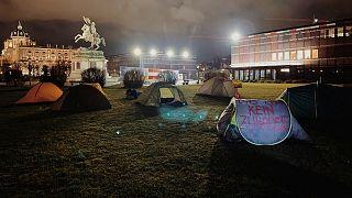 کنشگران حقوق پناهجویان در چادر در برابر کاخ ریاست جمهوری اتریش