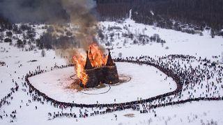 شاهد: احتفالات نهاية الشتاء في روسيا