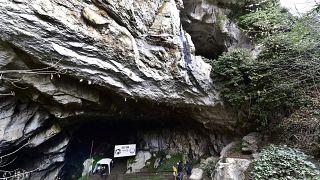 Eingang der Höhle von Lombrives