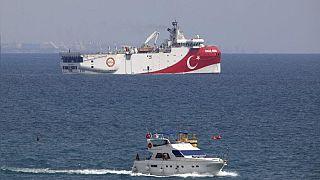 Doğu Akdeniz'de hidrokarbon arama çalışmaları yapan Türk gemisi Oruç Reis