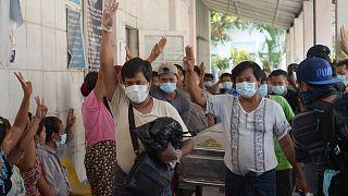 تشییع جنازه یکی از معترضان کشته شده در میانمار