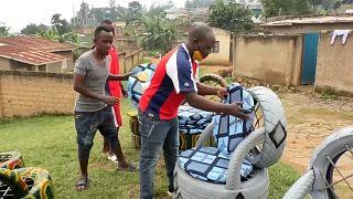 Muebles hechos con viejos neumáticos en Ruanda