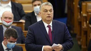 Orbán Viktor miniszterelnök a pártok képviselőinek felszólalására válaszol napirend előtt az Országgyűlés idei első ülésén 2021. február 15-én
