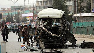 انفجار بمب در کنار مینی بوس حامل شهروندان در افغانستان
