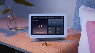 """""""نست هاب""""..جهاز منزلي جديد من إبداعات غوغل يراقب المستخدم أثناء نومه"""