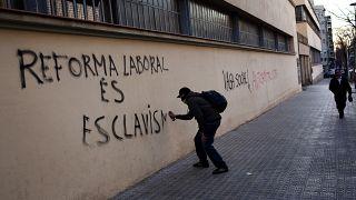 illusztráció - 2012-ben a munkavállalók számára kedvezőtlen reformok ellen tiltakoztak sokan Spanyolországban