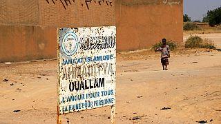 Nijer'de 2019'da saldırıya uğrayan köyün girişi (arşiv)