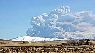 Alerta máxima por el fuerte aumento de la actividad de un volcán cerca de la capital de Islandia