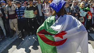 Algerian students reject the announcement of early elections