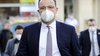 Erst an AstraZeneca festgehalten, dann doch abgesetzt, Impfgipfel verschoben - Jens Spahn steht in der Kritik
