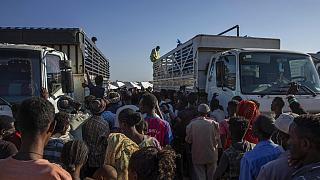 novembre 2020: rifugiato etiopi ricevono aiuti nel campo di Umm Rakouba , nella regione del Qadarif, Sudan orientale
