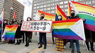 زوجهای همجنسگرا و وکلایشان در برابر دادگاه ساپورو ژاپن