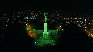 شاهد: عندما تتحول المعالم الأكثر شهرة في العالم إلى اللون الأخضر احتفالًا بعيد القديس باتريك